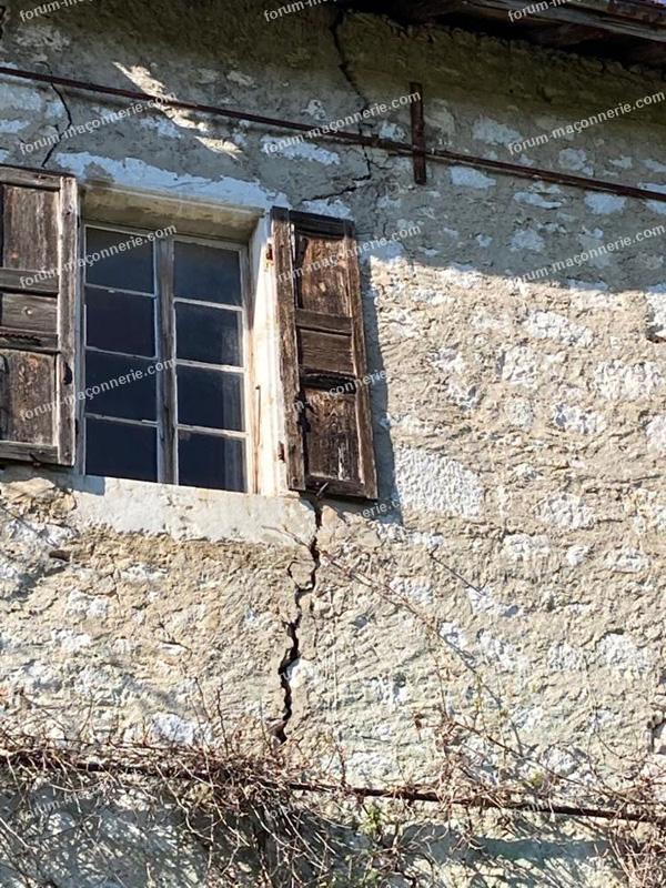 conseils achat maison en pierre avec des fissures