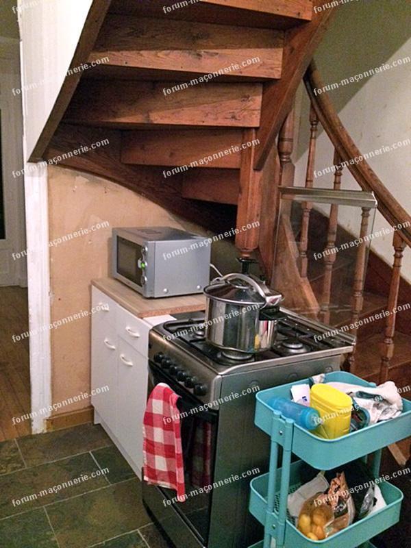 casser un bout de mur sous un escalier