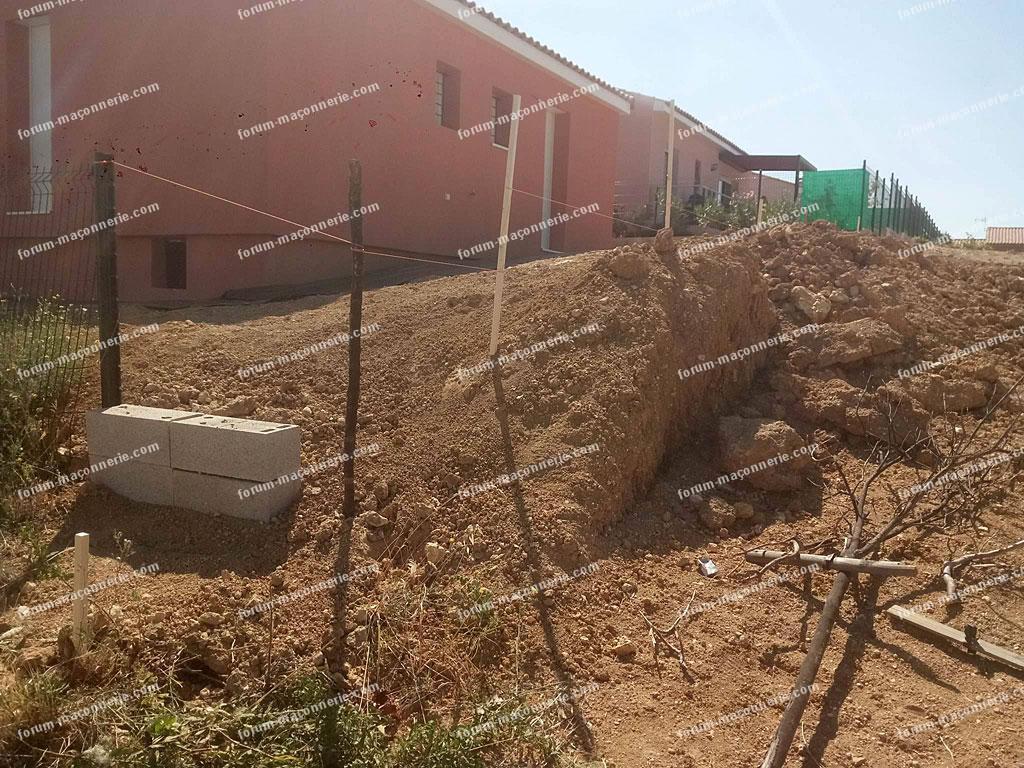 fondation pour construire un muret