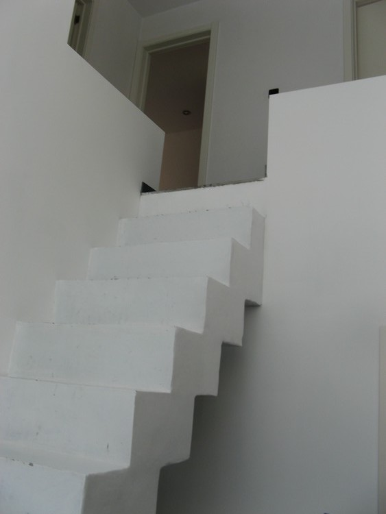 probl me maison escalier en b ton dont les 13 marches pas m me hauteur ni la m me profondeur. Black Bedroom Furniture Sets. Home Design Ideas