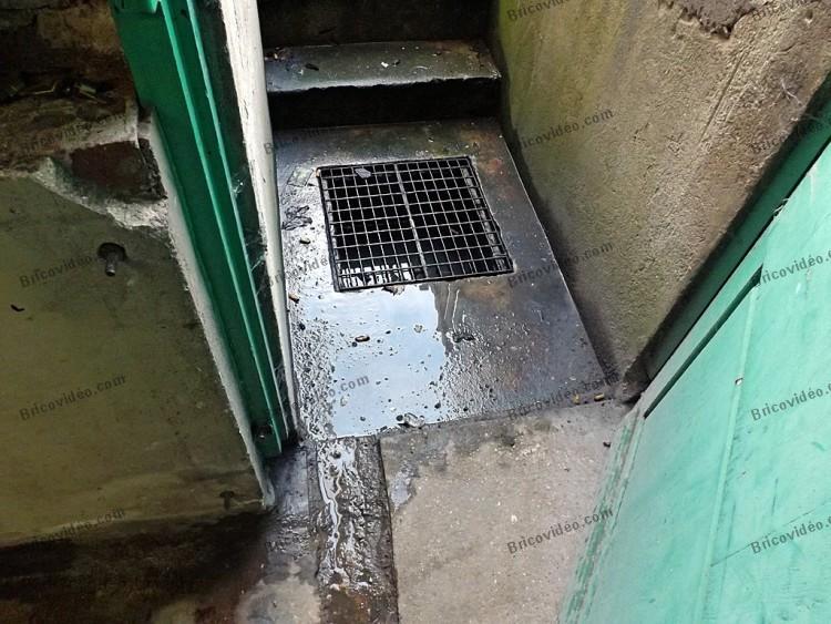 Probl mes infiltration d 39 eau bas d 39 un mur dans une cave conseils probl mes d 39 humidit travaux - Infiltration eau plafond appartement ...
