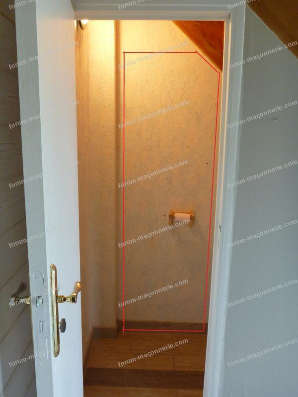 réaliser ouverture mur sous un escalier.