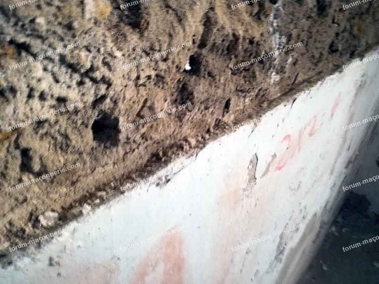 rénovation cave mur plâtre retiré