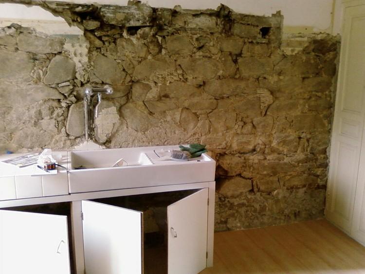 probl me maison de village murs en pierre ciment chaux. Black Bedroom Furniture Sets. Home Design Ideas