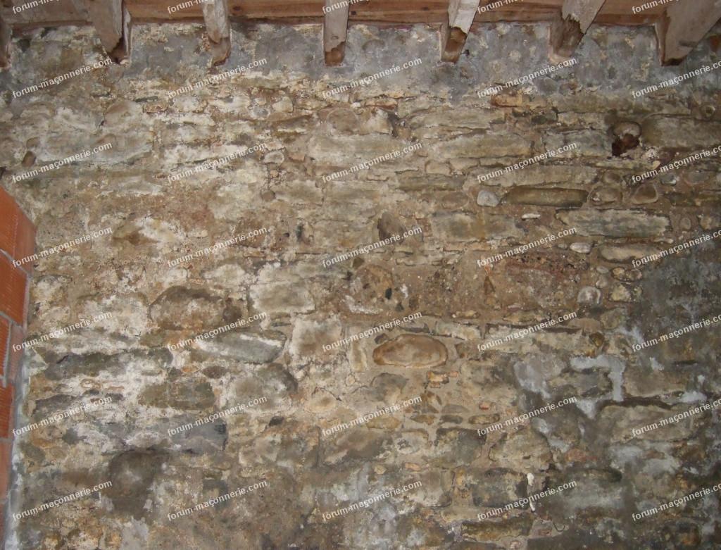 risque mur humide maison en pierre