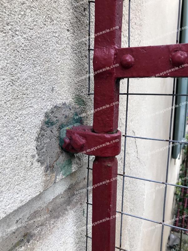 surélever un portillon ancien et lourd